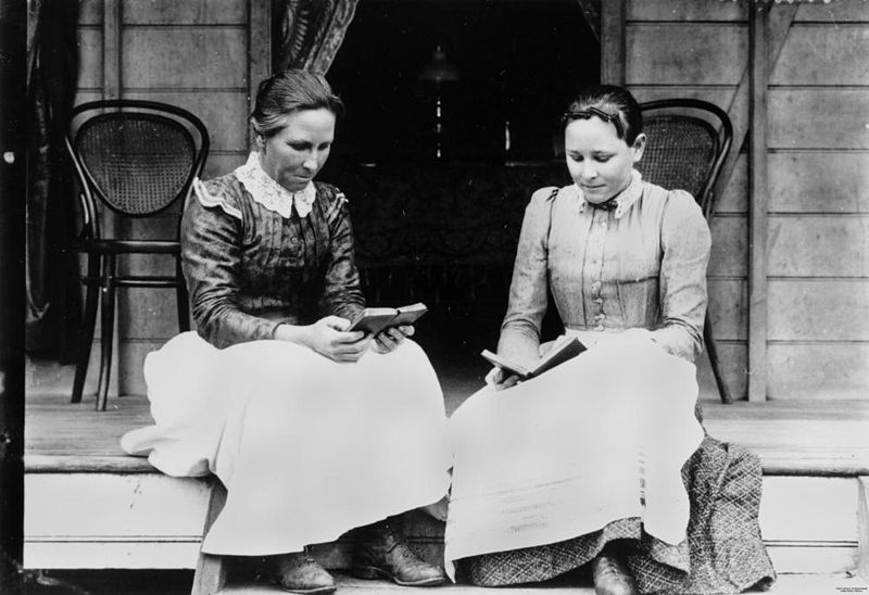 800px-StateLibQld_1_132733_Two_women_reading_on_a_verandah_at_Ingham,_ca._1894-1903